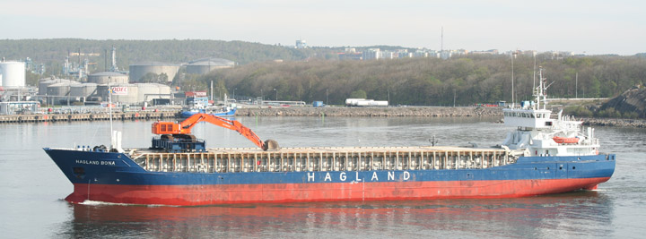 Hagland Bona departing from Gothenburg