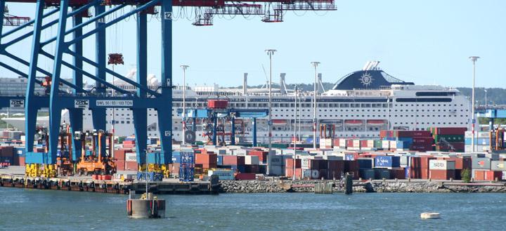 MSC Lirica berthed at Skandiahamnen
