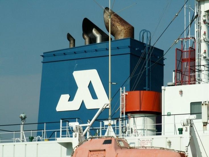 Funnel of tanker Jo Kiri (IMO 9266231)
