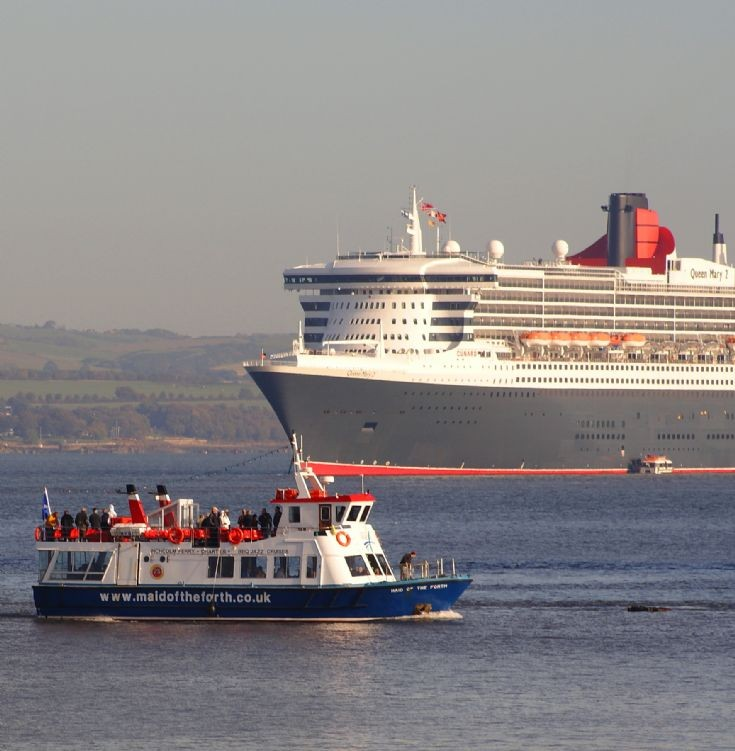 QM2 visits the Forth