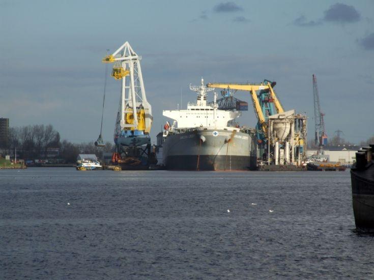 Bulk carrier Samjohn AMity in Antwerp
