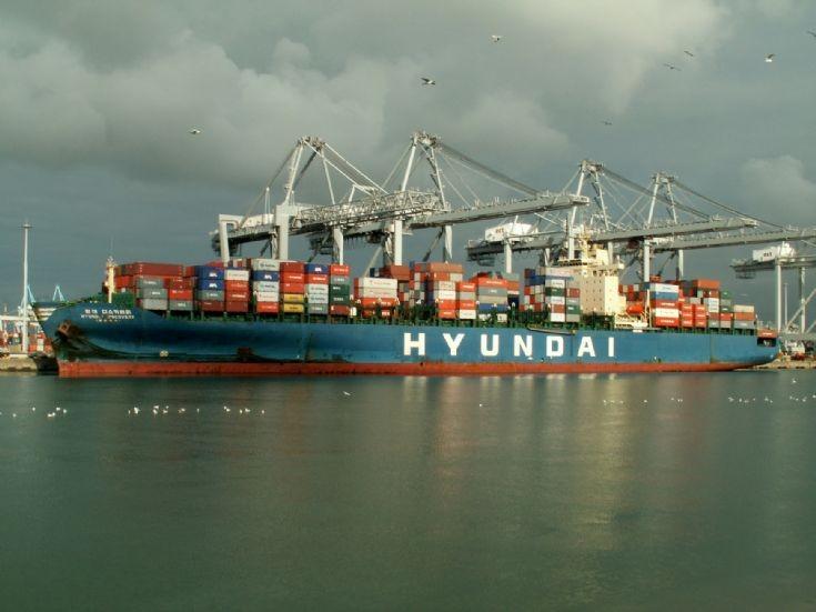 Container ship Hyundai Discovery