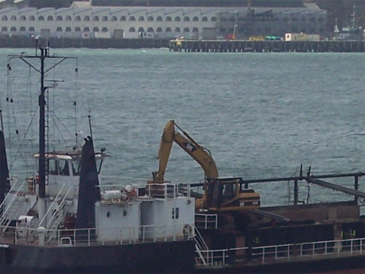 dredge Coastal Carrier in Auckland