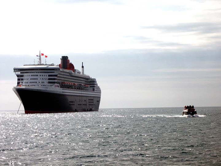 queen mary 2  2004 (2)