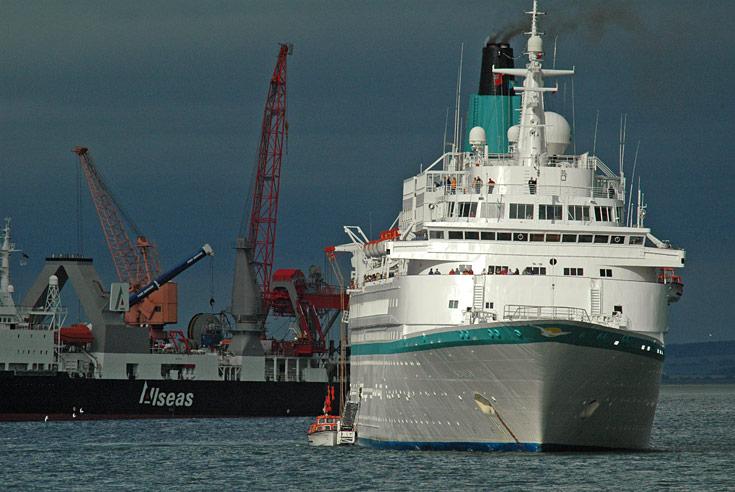 Nassau registered Passenger ship Albatros