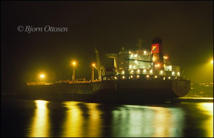 SIBEIA - Crude oil tanker at night