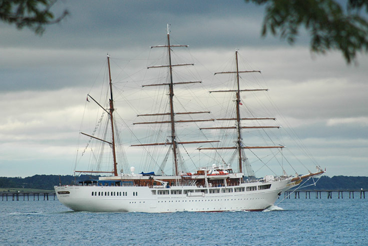 Sea Cloud II on engine power