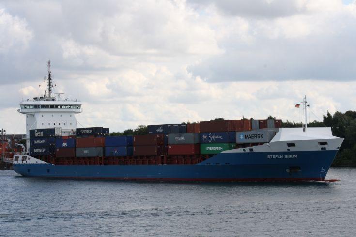 STEFAN SIBUM in Kiel Canal