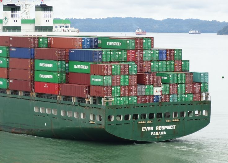 Container ship Ever Respect