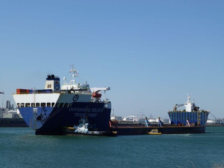 Heavy lift vessel HAWK