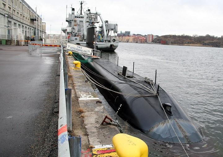HSwMS Södermanland behind HSwMS Belos