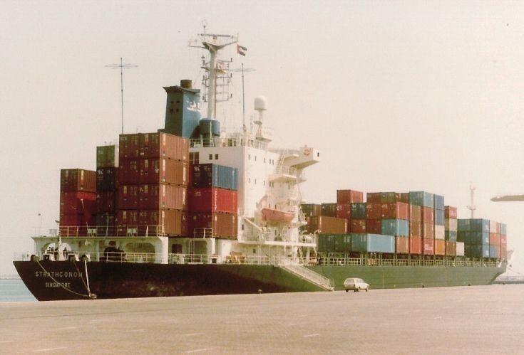 Singaporean containership 'Strathconon' (2)