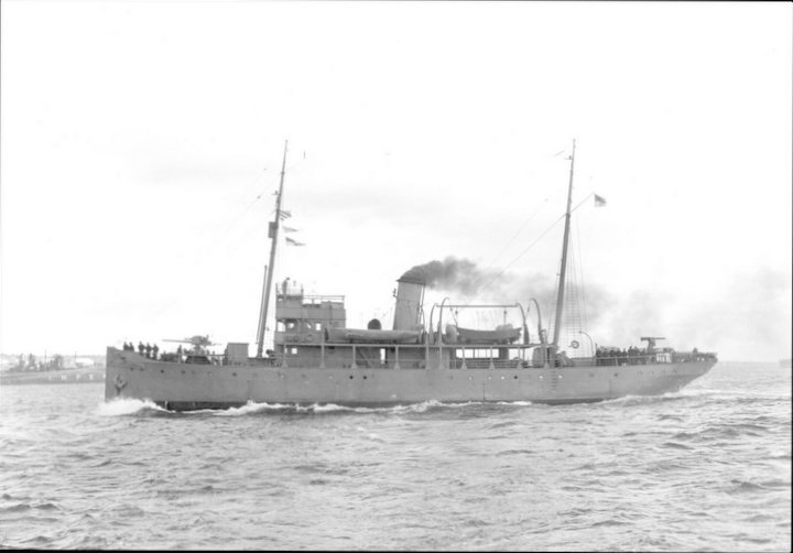 HMCS Acadia in 1940s