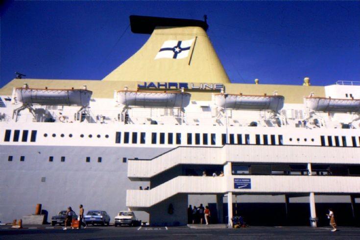 Norwegian ship 'Kronprins Harald' (2)