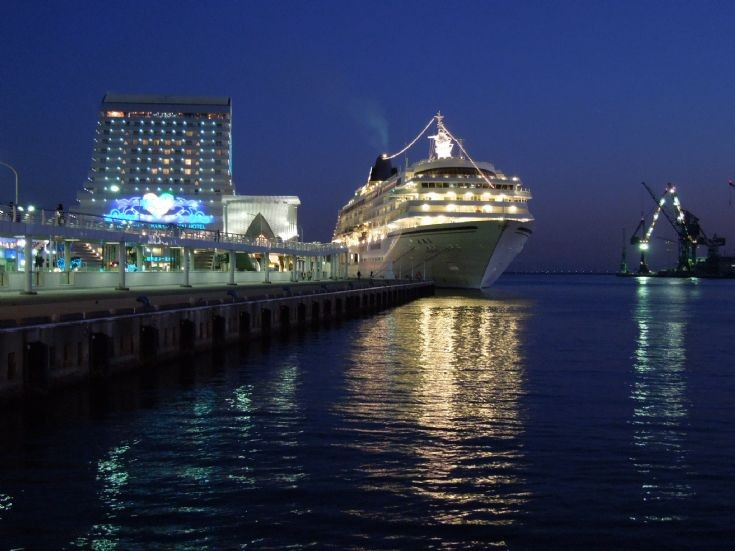 Kobe Port's Naka Pier at night