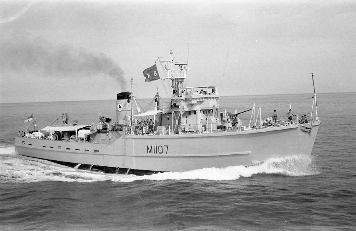 HMS Beachampton (M1107) in the Gulf, 1969