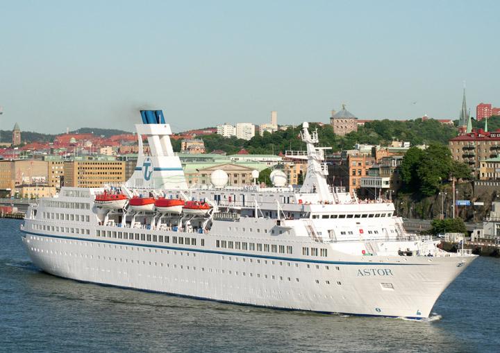 Astor departing Gothenburg for Copenhagen