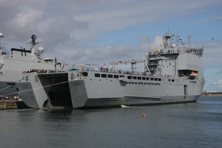 Photo of RFA Lyme Bay Landing ship dock