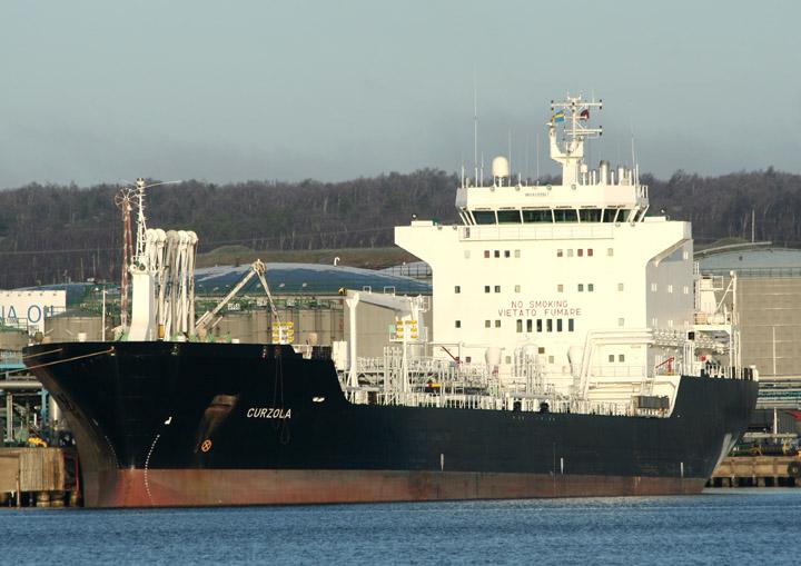 Curzola, tanker at Skarvikshamn, Gothenburg