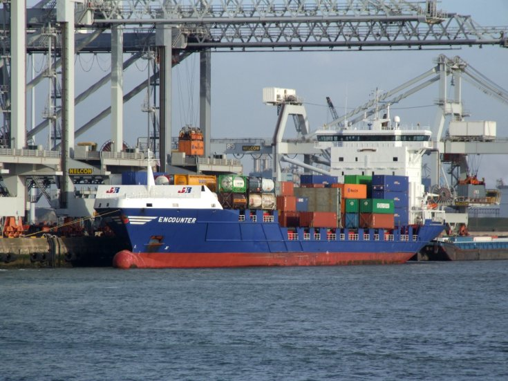 Loading the container ship Encounter